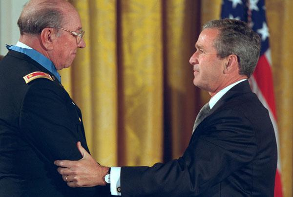 Ed Freeman receiving Medal of Honor from President George W. Bush