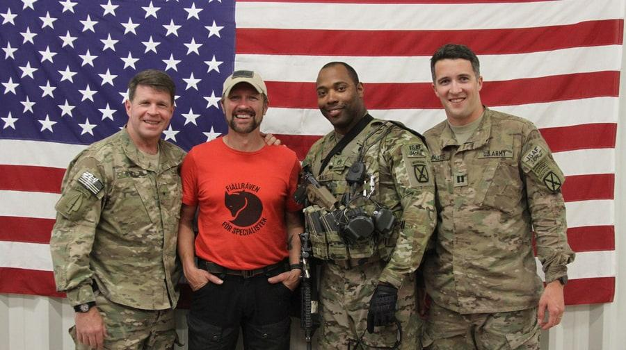 Craig Morgan poses with soldier in Afghanistan