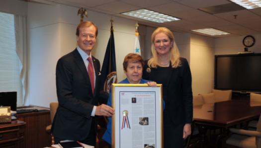 Presenting Dr. Linda Spoonster Schwartz with HeroVet Award
